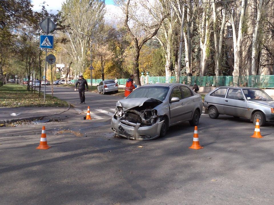 Біля запорізького обласного перинатального центру сталася аварія (ФОТО)
