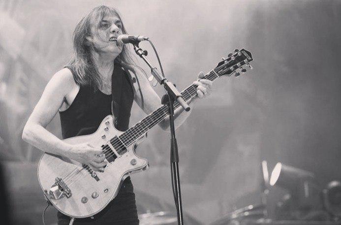 Помер засновник та гітарист AC/DC Малкольм Янг