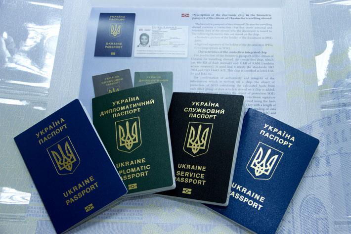 В Україні подвоюють виробництво закордонних паспортів