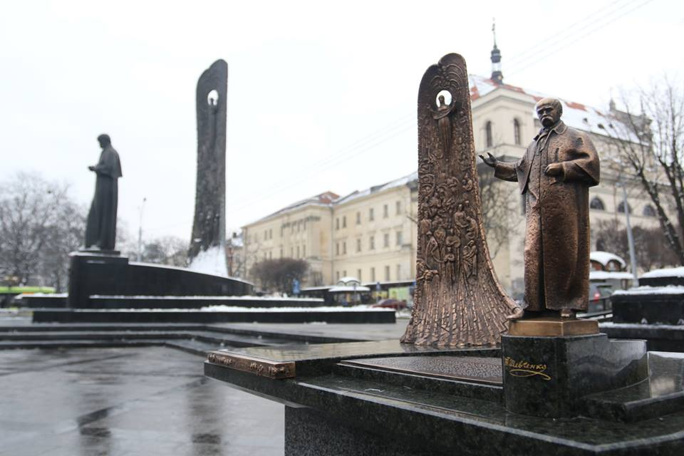 У Львові відкрили пам'ятник Шевченку, адаптований для незрячих