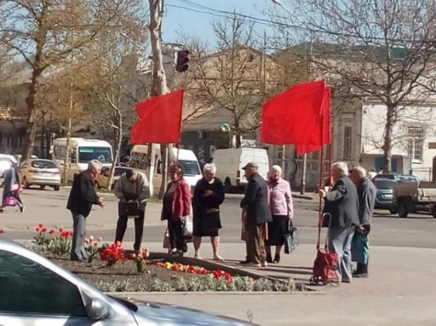 На Запоріжжі забули про те, що комуністична символіка заборонена- фото