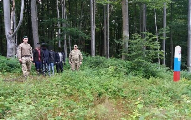 На кордоні України зі Словаччиною затримали групу нелегальних мігрантів