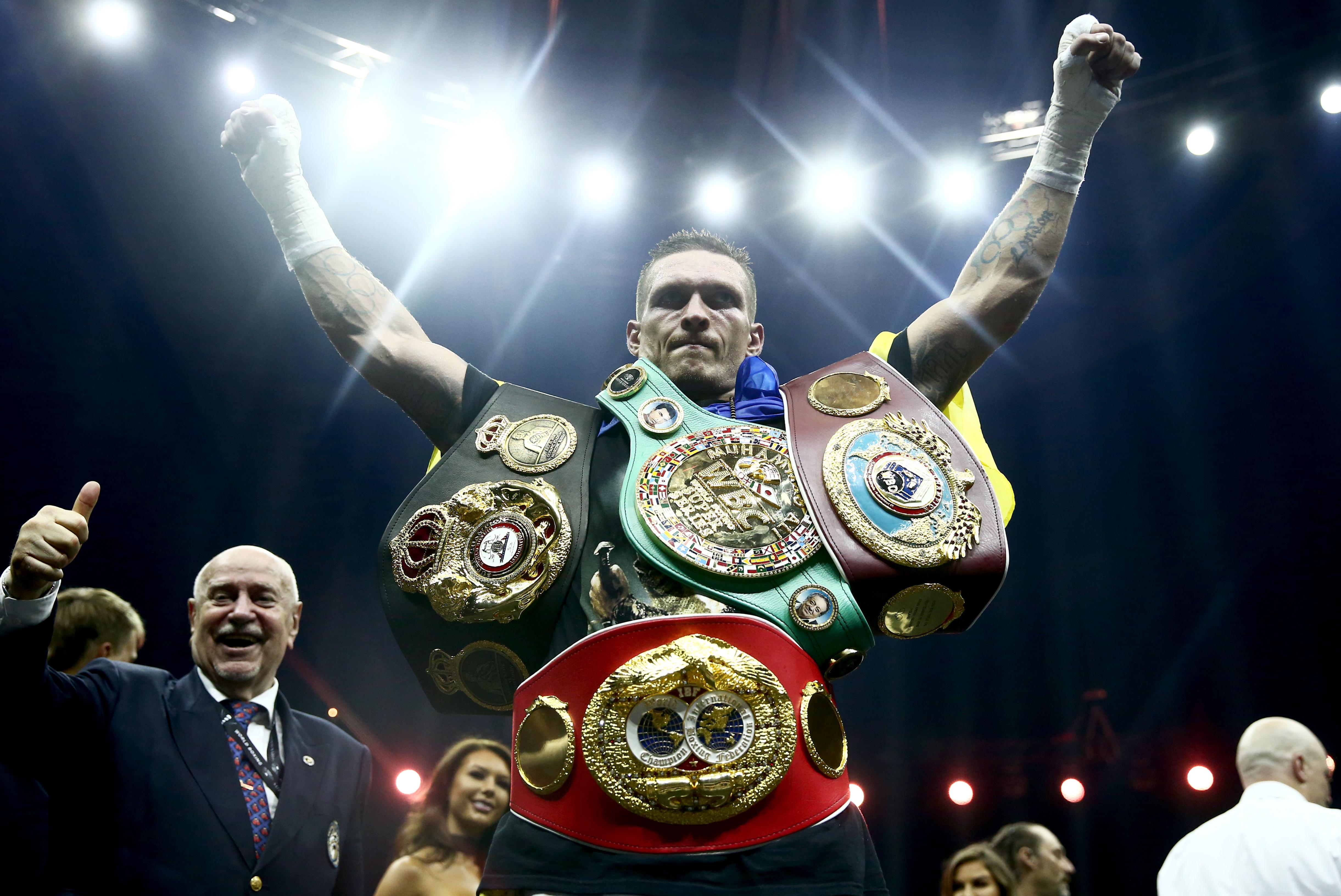 Українець Олександр Усик переміг росіянина Мурата Гассієва та став абсолютним чемпіоном світу з боксу