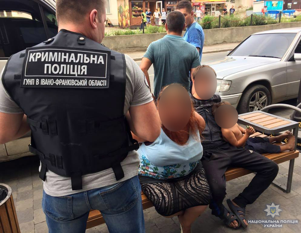 Поліцейські затримали чоловіка, який за 100 тисяч гривень продав власного сина (фото)