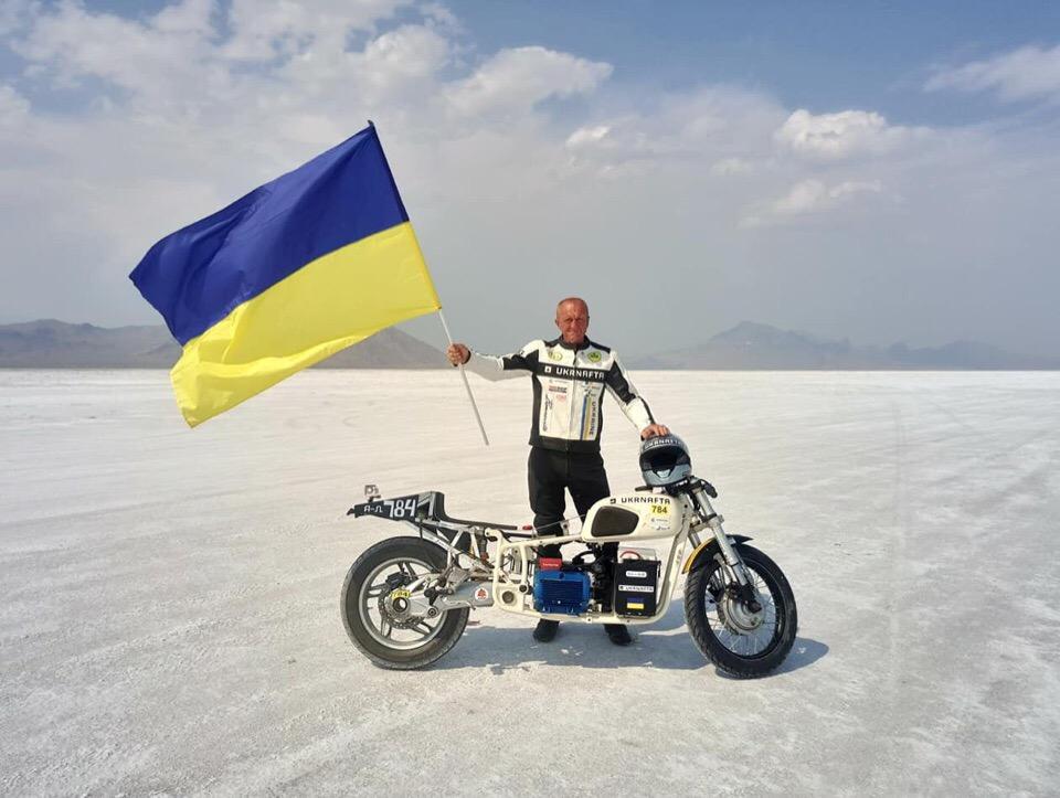 """Українець встановив світовий рекорд швидкості на електромотоциклі """"Дніпро"""""""