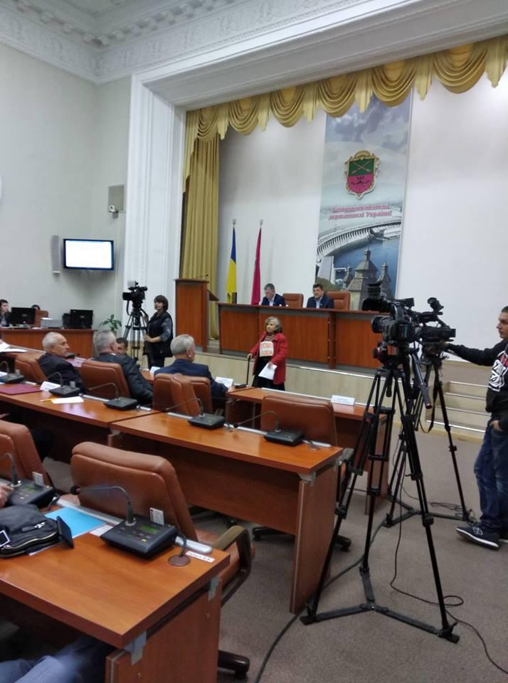 На сесії міської ради депутат вимагав покарати чиновника за куріння у туалеті