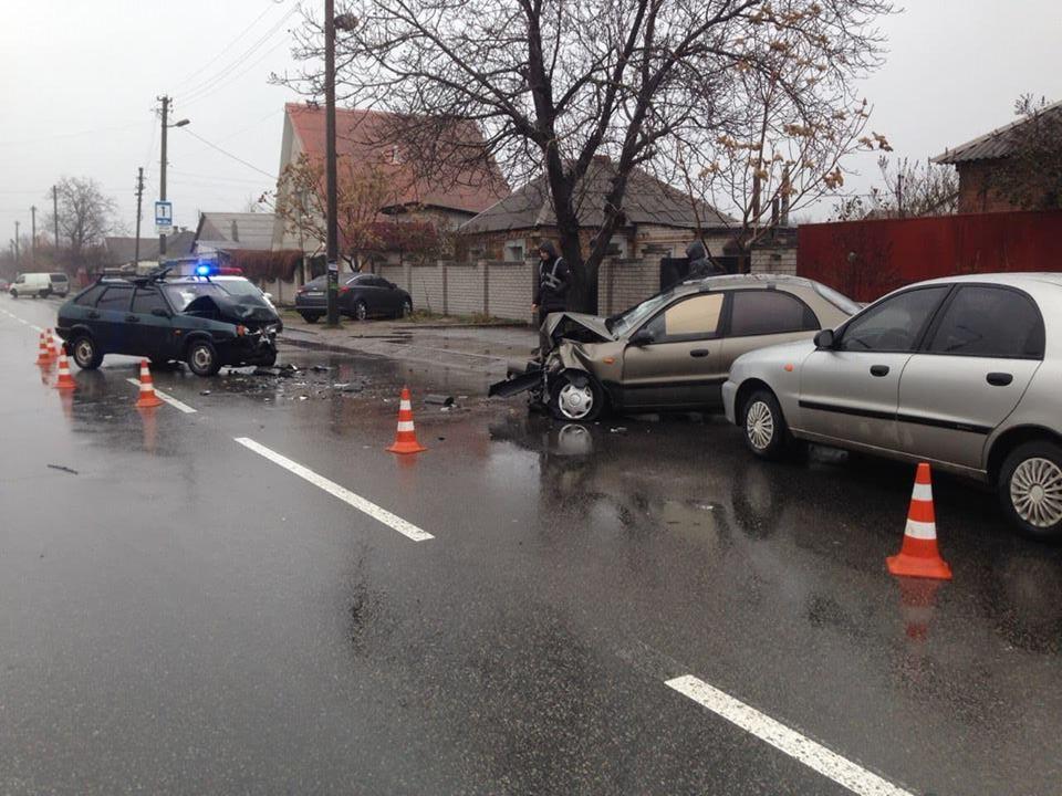 В Шевченковском районе Запорожья произошло тройное ДТП, есть пострадавшие (фото)