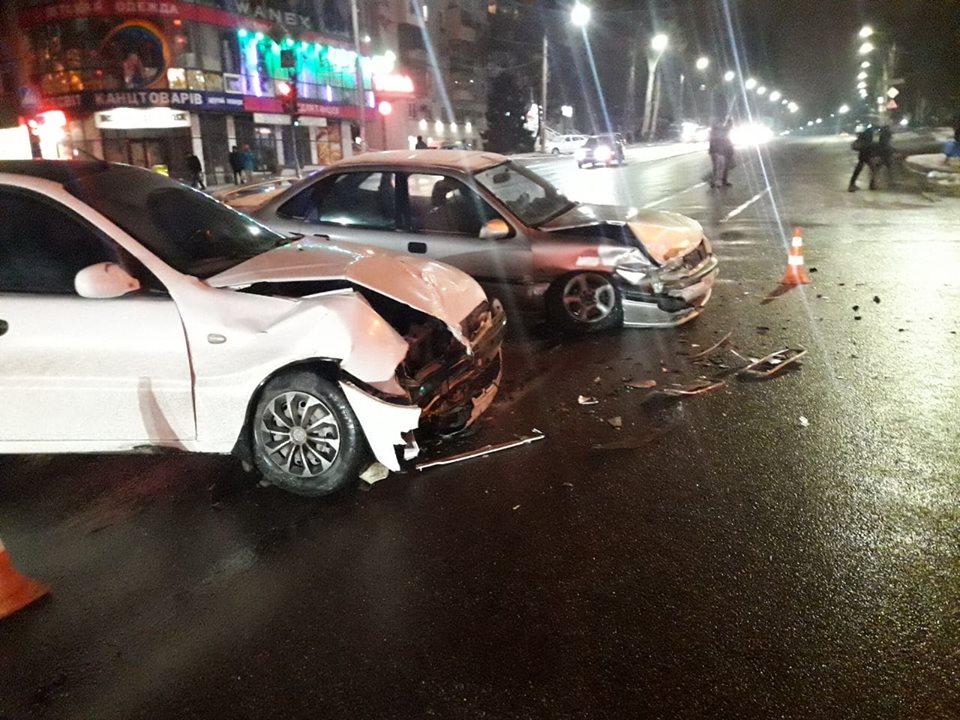 На центральному проспекті Запоріжжя трапилася аварія, пасажирка зазнала ушкоджень