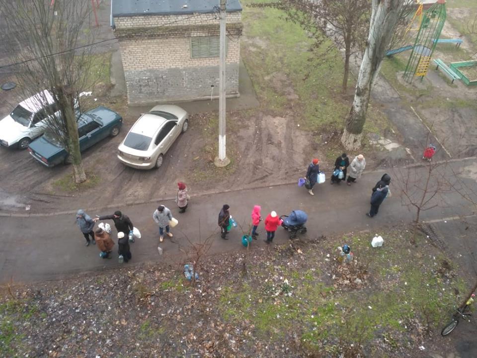 Шоста доба без води: аварійний колектор у Бердянську ремонтують навіть вночі, а він руйнується далі