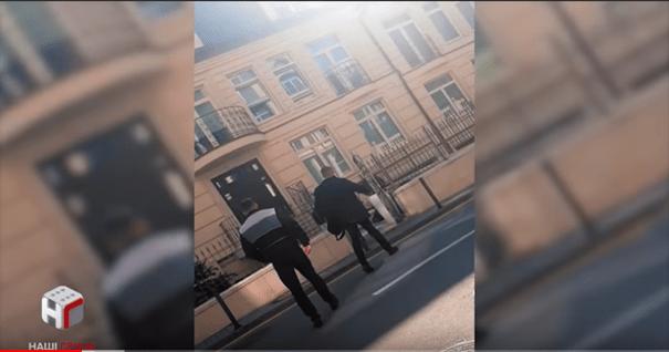 Декілька годин журналісти стежили за неофіційним штабом Зеленського, прихована камера зафіксувала все – відео