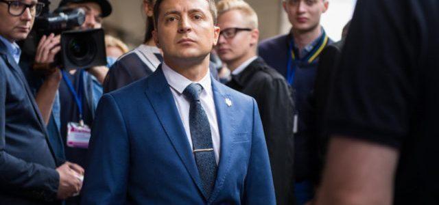 Зеленський постане перед судом за скасовані укази Порошенка
