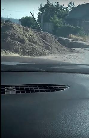 Після ремонту дороги в Запоріжжі мешканцям залишили руїни і гори землі – відео