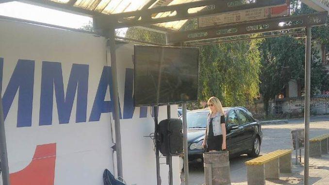 У центрі Запоріжжя на зупинках з'явились агітаційні телевізори (фото)