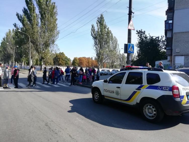 У Запоріжжі протест, люди перекрили дорогу