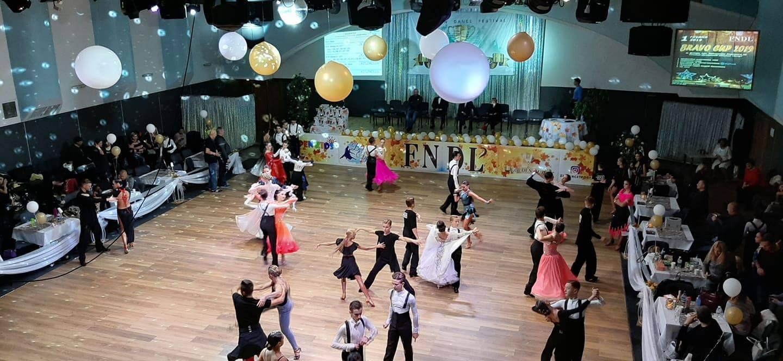 Від повільного вальсу до шаленого джайву. У Запоріжжі пройшов турнір зі спортивних бальних танців «Golden Cup»