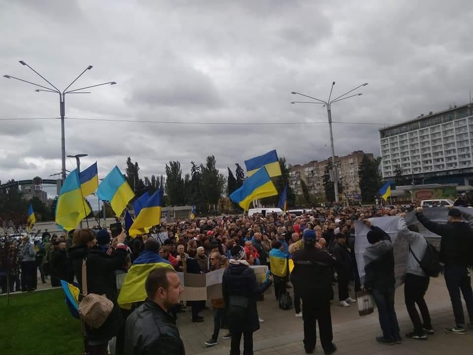 Сотні людей вийшли на акцію протесту в Запоріжжі