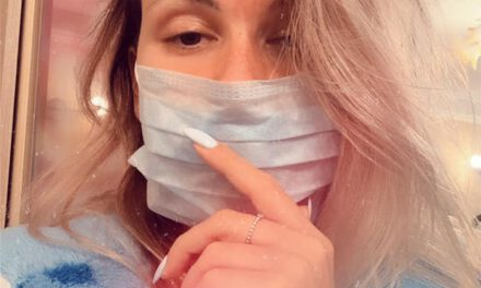 """Жінка, яка повернулася з Індонезії розповіла, як їй """"на око"""" виключили зараження COVID-19"""
