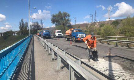 З'їзд з мосту Преображенського почали ремонтувати, можливі затори