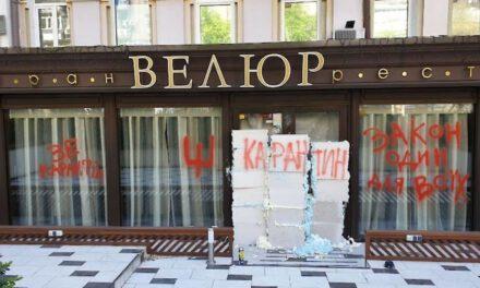 Вхід до ресторану слуги Тищенка заклали цеглою, а стіни розписали