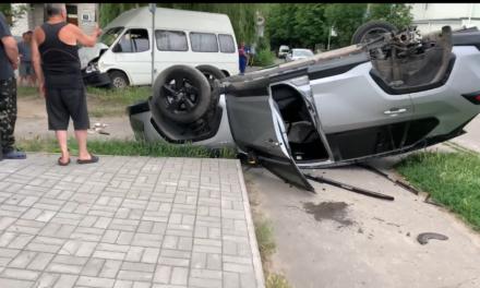 В Олександрівському районі Запоріжжя ДТП, автомобіль перекинувся