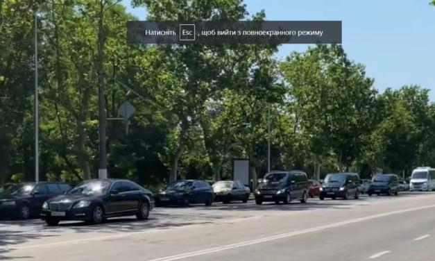 """В Одесі зняли на відео кортеж з """"велосипедів"""" Зеленського – відео"""