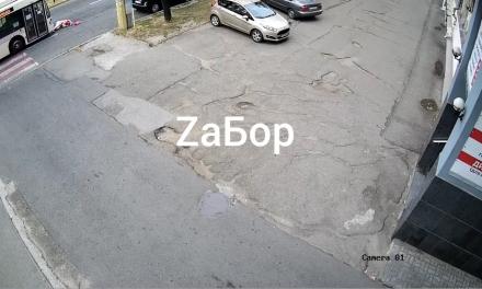 З'явилося відео моменту збиття пішохода тролейбусом