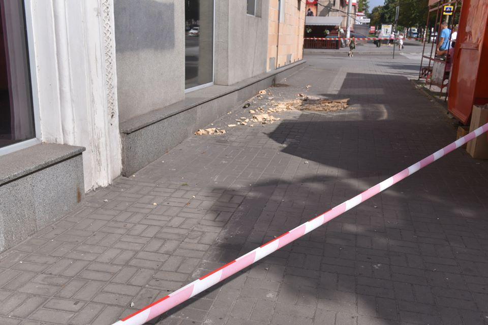 Міська влада Запоріжжя відзвітувала про справи будинку, який розвалюється в центрі міста