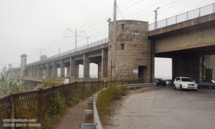 На мосту Преображенського горить автомобіль, рух перекрито