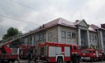 У Запоріжжі горів гуртожиток, пожежу гасили 10 одиниць техніки