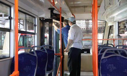 У громадському транспорті Запоріжжя розпочали монтаж приладів для розрахунку без контакту