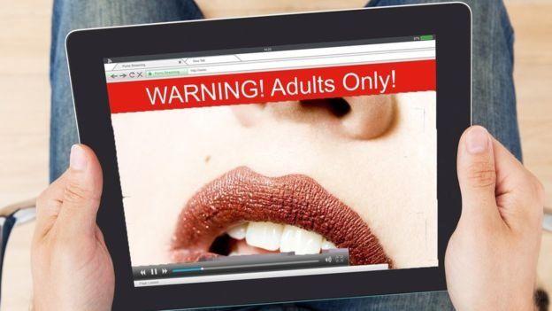 Всього має бути в міру! Експертка розповіла, як захоплення порно може викликати спустошення та агресію 18+