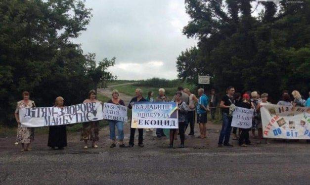 На околиці Запоріжжя люди вийшли на протест,  щоб зупинити наплив нечистот