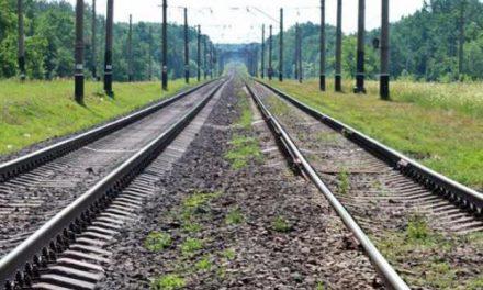Під Запоріжжям на залізничній колії загинула жінка