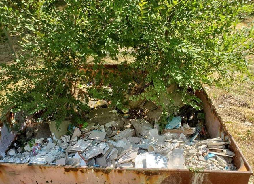 Замість гойдалок зарості та будівельне сміття: запоріжці обурилися інфраструктурою поряд з домом