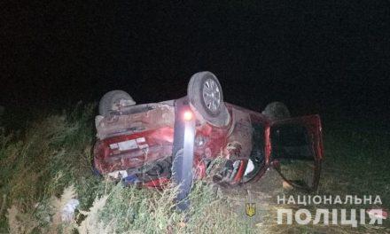 На Запоріжжі автомобіль з людьми злетів у кювет, загинула жінка