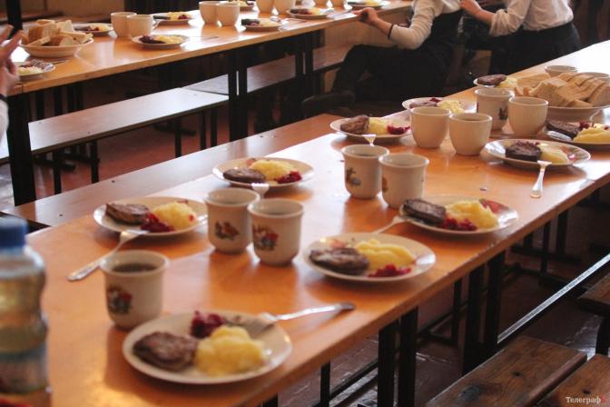 Мешканці Запоріжжя вимагають повернути харчування для дітей у школах коштом міського бюджету