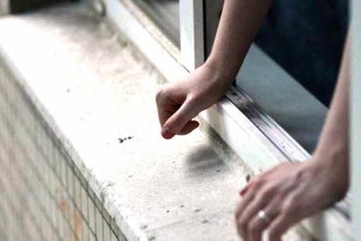 У центральній частині Запоріжжя молодий чоловік випав з вікна, він у важкому стані