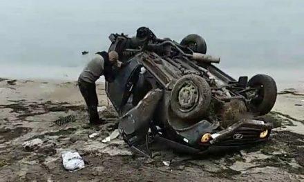 На Запоріжжі автомобіль зірвався з обриву