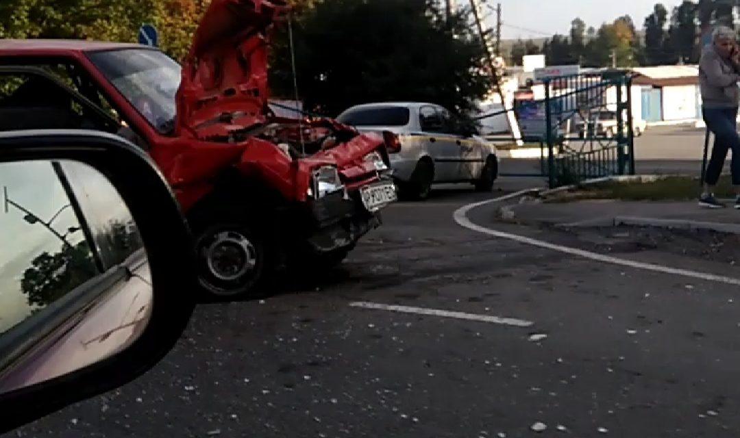 Під Запоріжжям ДТП, на швидкості зіткнулися 2 автомобілі – відео