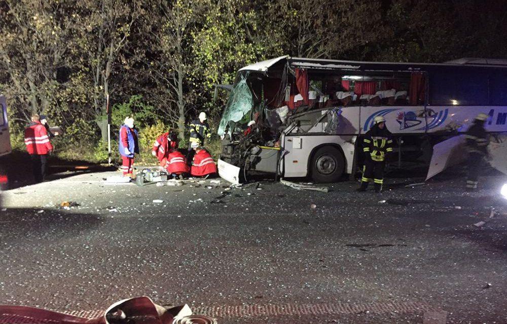Внаслідок зіткнення автобуса з трактором поблизу Запоріжжя загинув водії – в ДСНС прокоментували трагічну подію