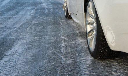 На дорогах в Запорізькій області колапс, автомобілі злітають в кювет – відео