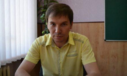 Депутат міської ради Симаков вітає запоріжців листівкою без Криму