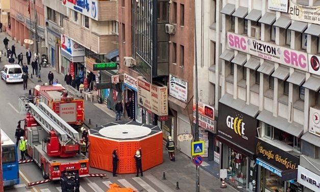 В Анкарі поліція намагається врятувати молодого чоловіка від самогубства – відео