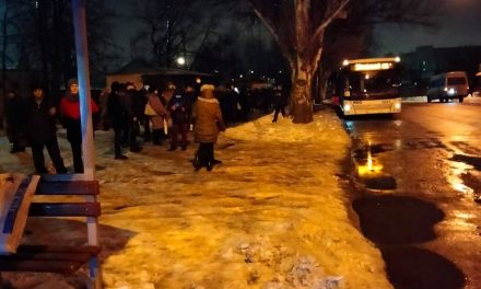Мешканці Запоріжжя у морозну погоду по 40 хв. чекають на громадський транспорт