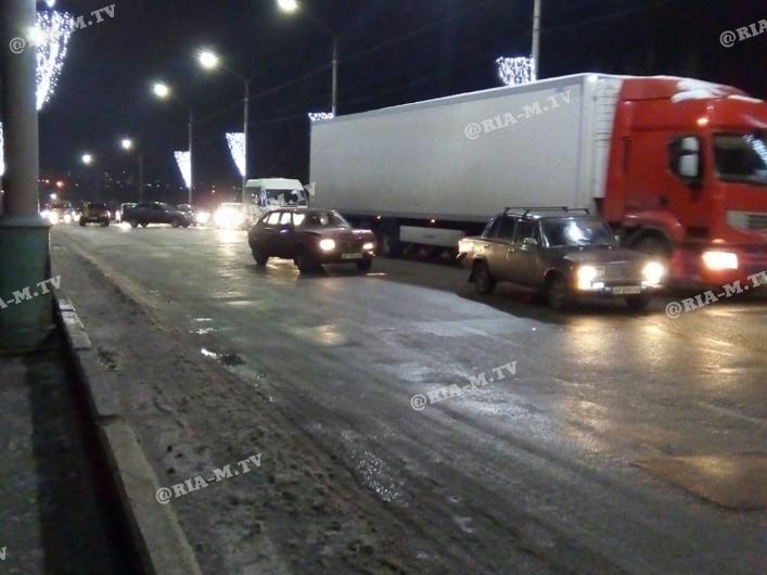 На Запоріжжі трапилася ДТП з рекордною кількістю автомобілів