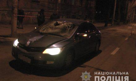 У Запоріжжі під колеса авто потрапив молодий чоловік, він помер у лікарні (фото)